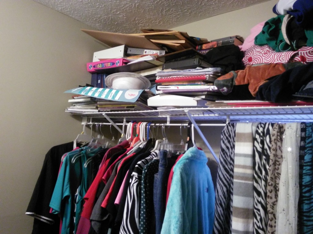closet-clutter-01