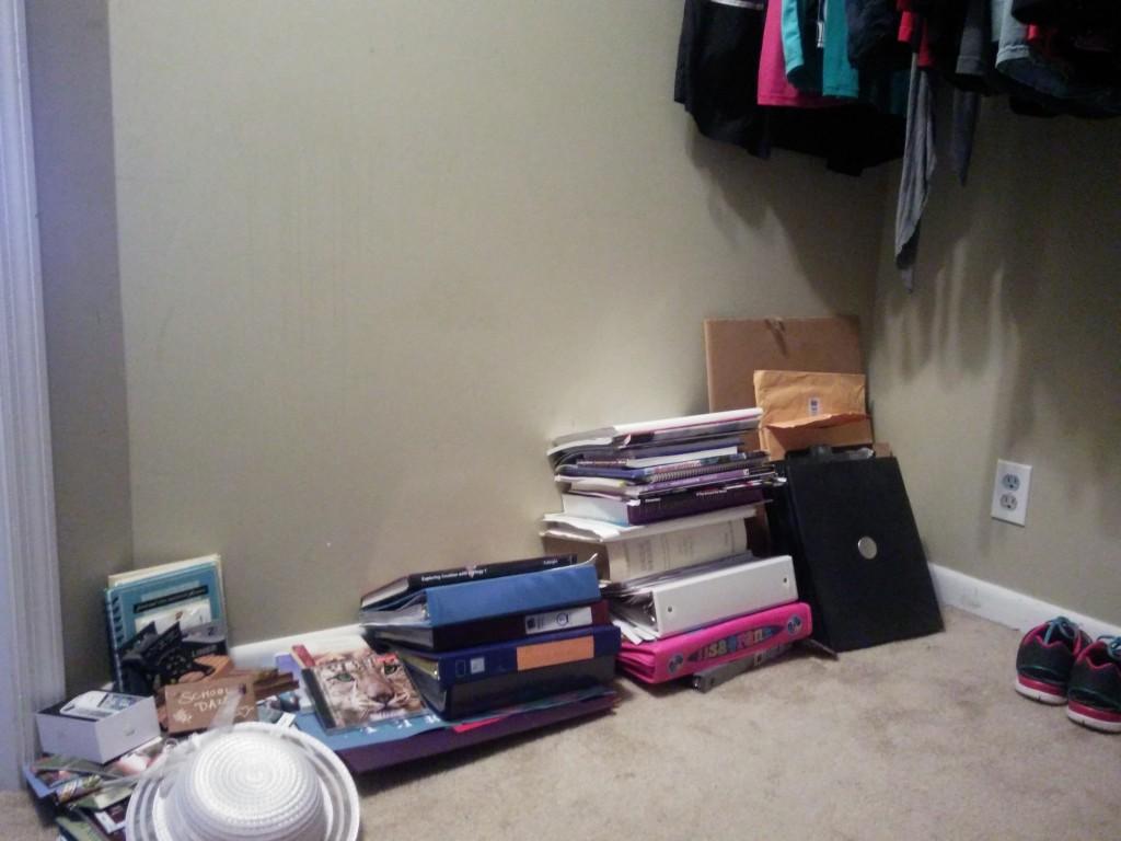 closet-clutter-03