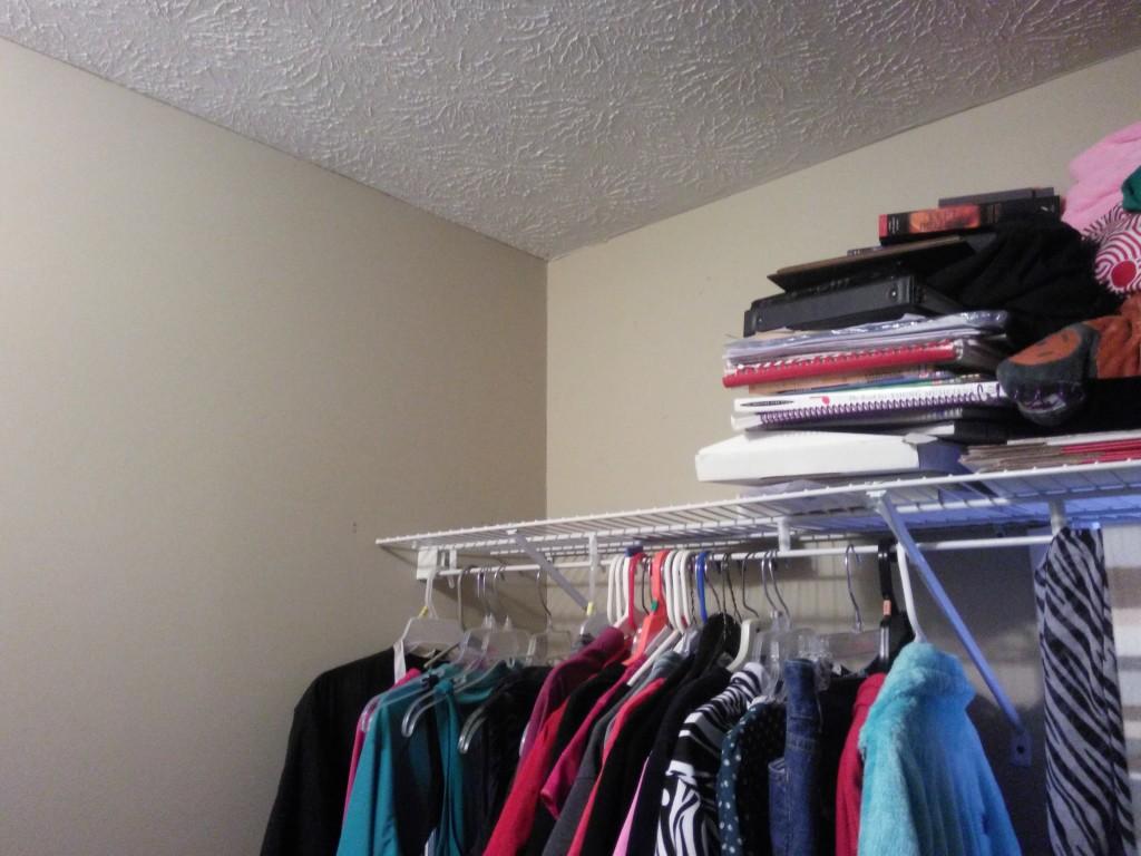 closet-clutter-02