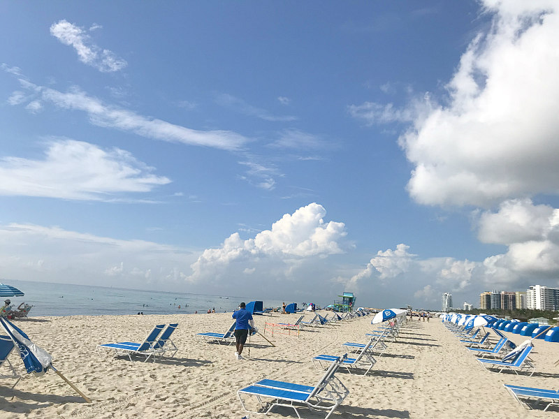 How and why to peek at Miami Beach with kids - rental chairs and umbrellas