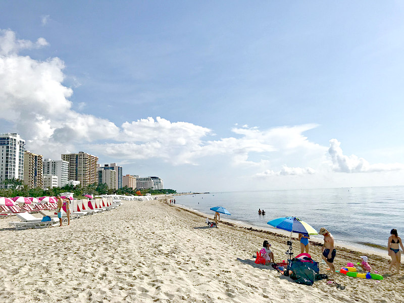 How and why to peek at Miami Beach with kids - white sand and ocean of Miami Beach