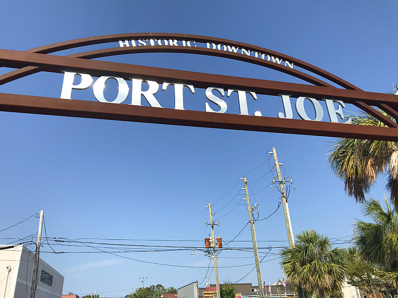 Port St Joe sign at start of Downtown