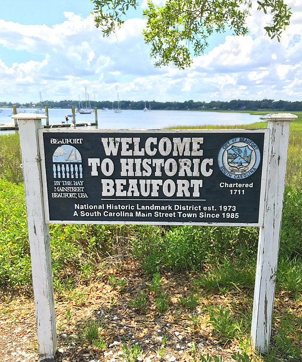 Old wood sign on the Beaufort South Carolina marina that says Welcome to Historic Beaufort